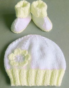18//24 M HAND KNITTED BABY HAT AND MITTEN SET RED LACY WHITE FLOWER AGE NEWBORN