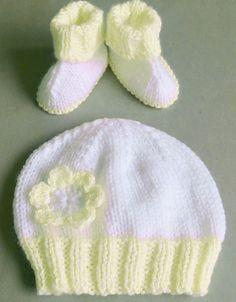 Hat for Hugs - Free Pattern Free Knitting Pattern. Baby Sweater Patterns, Baby Sweater Knitting Pattern, Baby Hats Knitting, Free Knitting, Cable Knitting, Knitting Dolls Clothes, Knitted Dolls, Doll Clothes Patterns, Knitted Hats