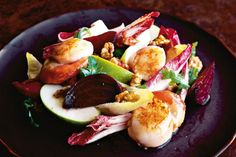 A warm, winter salad of pan-seared scallops and packed with crunchy apple, endive, rocket, beetroot and walnuts. The salad is dressed with a classic honey-Dijon mustard. Shellfish Recipes, Seafood Recipes, Gourmet Recipes, Pan Seared Scallops, Winter Salad, Winter Food, Scallop Recipes, Easy Salads, Beetroot