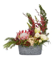 See the recipe for this spring flower arrangement from OASIS Floral Products, the global leader in professional, innovative floral foam and supplies. Spring Flower Arrangements, Christmas Arrangements, Spring Flowers, Floral Arrangements, Winter Wedding Decorations, Holiday Centerpieces, Floral Centerpieces, Posy Flower, Floral Foam