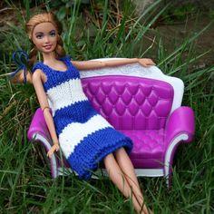 Free knitting pattern: Navy dress for Barbie doll