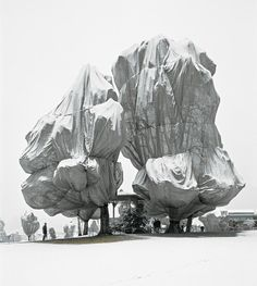 installation by christo and jeanne-claude >> one of the best land-art-artists!