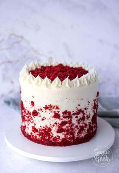 Real red velvet cake is not chocolate cake with food coloring how to make an authentic red velvet layer cake with cream cheese frosting. If you've been wondering how to make a REAL red velvet cake, you need to try this recipe! Real Red Velvet Cake Recipe, Red Velvet Cake Rezept, Red Velvet Cheesecake Cake, Bolo Red Velvet, Best Red Velvet Cake, Red Velvet Recipes, Red Velvet Birthday Cake, Red Velvet Cake With Cream Cheese Frosting Recipe, Desserts