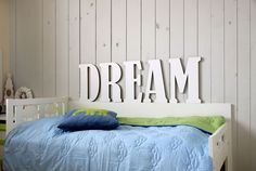 "<span>Kartónový nápis DREAM   <a href=""http://static2.flercdn.net/i3/products/4/4/9/123944/2/2/8/7382822/weesvppokgnavi.jpg"" target=""_blank"">Zobrazit plnou velikost fotografie</a></span>"