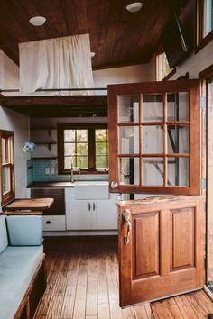 Top Top 70+ Creative Modern Tiny House Interiors Decor We Could Actually Live In https://decoredo.com/926-top-70-creative-modern-tiny-house-interiors-decor-we-could-actually-live-in/