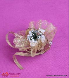 Sepet Nikah Şekeri MT14  #nikahsekeri #cannikahsekeri #wedding #weddingcandy #gift #istanbul #bride #gelinlik #dugun #dugun #davetiye #seker #love #animals #fashion #followme #life #me #nice #fun #cute @cannikahsekeri Wedding Candy, Istanbul, Brooch, Bride, Rings, Floral, Cute, Flowers, Animals