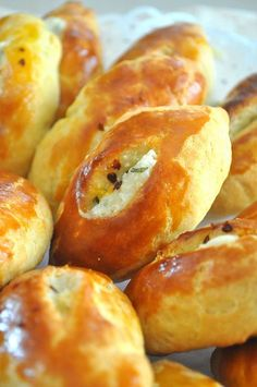 UFUK MUTFAKTA: PEYNİRLİ PİDECİK Chewy Peanut Butter Cookies, Turkish Kitchen, Savory Pastry, Good Food, Yummy Food, American Food, Turkish Recipes, C'est Bon, Pain