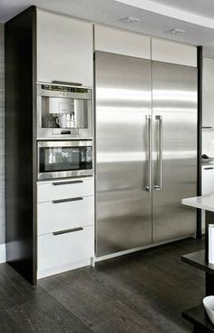 Stainless steel appliances contrast against white cabinetry. Also integrated ap… Stainless steel appliances contrast against white cabinetry. Also integrated appliances (built into kitchen area). Small Modern Kitchens, Home Kitchens, Elegant Kitchens, Dream Kitchens, Basic Kitchen, New Kitchen, Kitchen Ideas, Kitchen Time, Minimal Kitchen