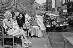 Neighbors sitting outside enjoying the sun, while the children played, and dad washing his car. Amsterdam Holland, Amsterdam City, Old Pictures, Old Photos, Amsterdam Jordaan, Youth Culture, Enjoying The Sun, The Old Days, Street Photography