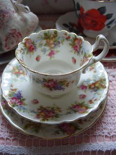 Rose Pattern Scalloped Rim Tea Cup And Saucer Vintage Dishes, Vintage Tea, Teapots And Cups, Teacups, Cuppa Tea, China Tea Cups, My Cup Of Tea, Tea Cup Saucer, High Tea