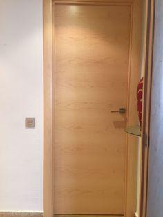 Puerta Lisa en madera de Arce. Trabajos realizados por Exposición Puertas Actur