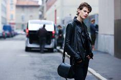 Street Looks à la Fashion Week printemps-été 2015 de New York, Londres, Milan et Paris http://www.vogue.fr/mode/street-looks/diaporama/street-looks-blouson-en-cuir-a-la-fashion-week-printemps-ete-2015-de-new-york-londres-milan-et-paris/20668/image/1104841