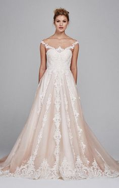 Kelly Faetanini Fall 2017 Off the shoulder sweetheart tulle ball gown