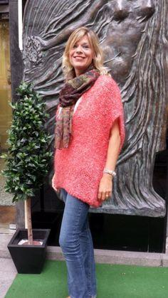 Jersey de mohair, ancho y de pico pronunciado, de NIOI NERO. Para llevar con leggins, vaqueros ajustados... Da color a tu otoño!