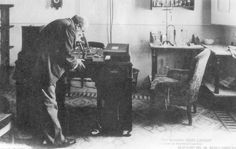 El doctor Modest Furest i Roca descubrió en 1881 los beneficios salutíferos de las aguas que brotaban del Puig de les Ànimes en Caldes de Malavella. Era el inicio de Vichy Catalan.