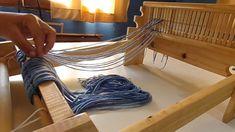 Telar de peine : Clase 1 (parte 1) Clases libres y gratuitas Bath Caddy, Clothes Hanger, Loom, Crafty, Youtube, Crochet, Baby Dresses, Farmhouse Rugs, Tapestry Weaving