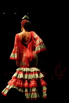Flamenco dress fashion show in Sevilla.  I am loving this dress and I am especially loving the layers of ruffles.  But, even more, I am loving the fringe.
