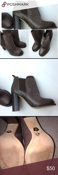 Sam Edelman Womens Kenner Leather Stacked Boots Sam Edelman Womens Kenner Leather Stacked Chelsea Boots (Size: 8 1/2) (some signs of wear that can be polished out, but still in great condition!) Smooth leather Sam Edelman booties, styled with a round, bump toe and inset elastic gores. Suede trim accents the notched shaft. Stacked heel and rubber sole, super cute for the fall/winter🍂🍃❄️ Sam Edelman Shoes Heeled Boots