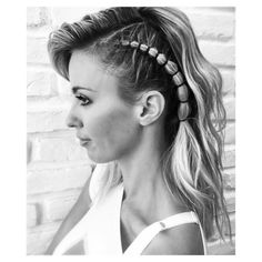White Mane Box Braids - Top 20 All the Rage Looks with Long Box Braids - The Trending Hairstyle Trending Hairstyles, Unique Hairstyles, Braided Hairstyles, Short Hair Styles Easy, Short Hair Updo, Viking Hair, Pelo Afro, Long Box Braids, Braids With Beads