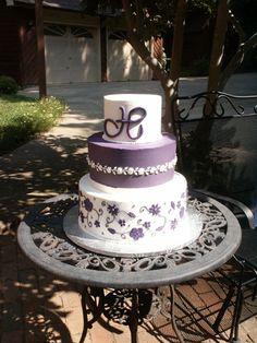 Round three tier custom unique elegant wedding cake designs and pictures 4 - Wedding cakes - modern, traditional, unique, elegant pictures, ideas and designs