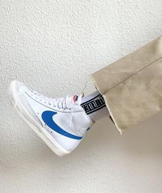 Discover Our Streetwear Chest Bag⬇️ streetwear highsnobiety fashion street styles urban aesthetic outfits men women sneakers hypebeast Sneaker Outfits, Converse Sneaker, Puma Sneaker, Sneakers Mode, Sneakers Fashion, Shoes Sneakers, Girls Sneakers, Nike Blazers Outfit, Outfit Jeans
