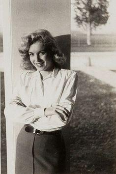 Marilyn at 20th Century Fox Studios, 1947.