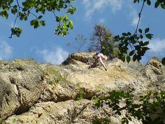 Kleiner Kletterausflug ins wunderschöne Frankenjura. Der Fels ist wunderbar griffig und die Routen sehr oft sehr abenteuerlich gebohrt. Sturzangst ist hier fehl am Platz.