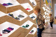 zapateria-infantil-suppakids-rok (9) Kids Shoe Stores, Kids Store, Store Shoes, Shoes Stores, Display Design, Wall Design, Shoe Display, Booth Design, Shoe Store Design