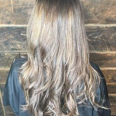 Yummy chocolate 🍫 caramel! 🍨  #highlights #828isgreat #balayage #shadowroot #livedinhair #babylights #modernsalon #cosmoprofbeauty #hairinspo #oneminutehair #behindthechair #babylightsandbalayage #wowhair  #repost  @hairbymonicapwatkins