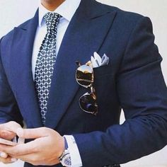 Navy Blue wide Peaked Lapel Masculino Suit