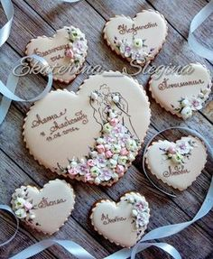 So lovely idea for wedding cookies as a gift Super Cookies, Fancy Cookies, Iced Cookies, Cupcake Cookies, Cookie Icing, Royal Icing Cookies, Wedding Cake Cookies, Iced Biscuits, Paint Cookies