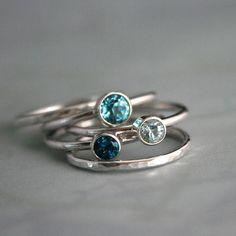 Blaue Stapeln Ringe Schweizer Ozeanblau London blau von KiraFerrer