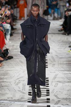 Stella McCartney Fall 2019 Ready-to-Wear Fashion Show - Vogue Fashion Week, Fashion Outfits, Womens Fashion, Seoul Fashion, Vogue Paris, Stella Mccartney Dresses, Jimmy, Vogue Russia, Couture