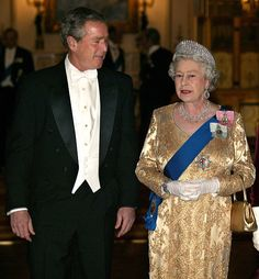 Britain's Queen Elizabeth arrives with United States President George W Bush in London for the Buckingham Palace state banquet in honor of the. Queen Mother, Queen Mary, Queen Elizabeth Ii, Long Pictures, Queen Pictures, Princess Anne, Princess Margaret, Elisabeth Ii, Prince Phillip