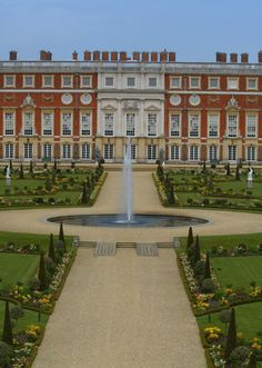 Hampton Court Palaces Grand Garden Was Laid Out In Baroque Style Credit News