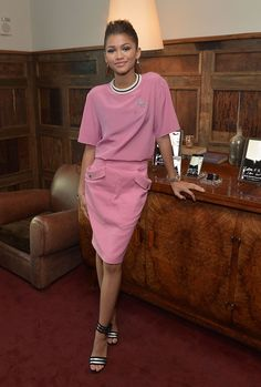 Zendaya looked pretty in a matching pink Emanuel Ungaro set while attending a book-launch dinner for Letters, to Men I Have Loved. Zendaya Outfits, Zendaya Style, Celebrity Outfits, Celebrity Style, Pink Outfits, Zendaya Coleman, Moda Zendaya, Elle Fashion, Vestidos