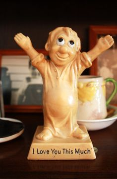 """$7.00  Vintage 1970s """"I love you this much"""" Figurine"""