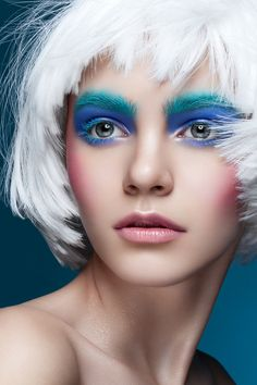 Contrast and colour. #makeup #bright #boldeyes