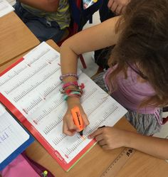 L'orthographe d'usage : comment aider les élèves ? – Charivari à l'école School, French, Spelling, Cooking Food, Recipes, French People, Schools, French Language