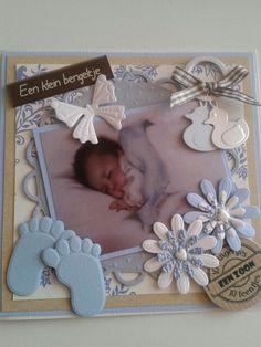 Babykaart voor geboorte jongentje. Met stansvoetjes en eendjes.