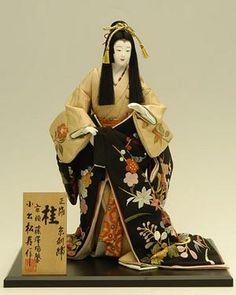 silk embroidery Kyoto Katsura  記念品・贈答品に最適!日本人形 10号 正絹京刺繍 桂