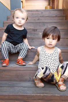 Painterly print mixing for at kids Cool Baby, Outfits Niños, Kids Outfits, Toddler Fashion, Boy Fashion, Cute Kids, Cute Babies, Bebe Love, Baby Kids