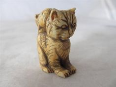 ANTIQUE c1830 JAPANESE CARVED NGP PUSSY CAT WITH MOUSE NETSUKE FIGURE  well carved see pictures  size 3.8 x 3.0 x 2.0 cm or 1.5 x 1.2 x 0.8 inches