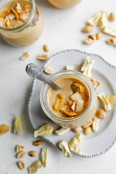 Three ingredient oil-free and refined sugar free piña colada peanut butter made with roasted peanuts, freeze-dried pineapple, and shredded coconut. Delicious Vegan Recipes, Healthy Dessert Recipes, Vegan Snacks, Snack Recipes, Free Recipes, Healthy Breakfasts, Vegan Food, Healthy Snacks, Oatmeal Smoothies