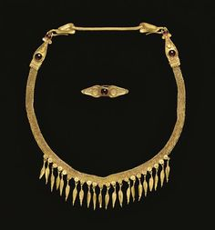 A GREEK GOLD AND GARNET STRAP NECKLACE -  HELLENISTIC PERIOD, CIRCA LATE 4TH-EARLY 3RD CENTURY B.C.