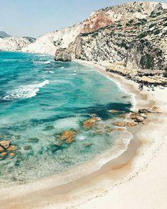 Long sandy beach of Fyriplaka – Milos – Greece - Travel Tips Beach Aesthetic, Travel Aesthetic, Blue Aesthetic, Places To Travel, Places To Visit, Travel Destinations, Greece Destinations, Zakynthos, Santorini Greece