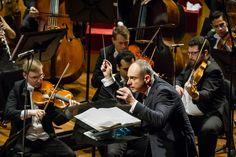 Maestro Neil Thomson e naipe das violas da OSB. Foto: Cicero Rodrigues