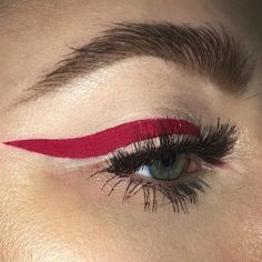 makeup beauty eyeshadow mascara eyebrows inspiration smokey eyes tutorial makeup idea lips eyeliner
