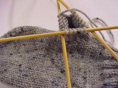 tätä Mittens, Garden Tools, Knitting, Crafts, Craft Ideas, Fingerless Mitts, Manualidades, Tricot, Yard Tools