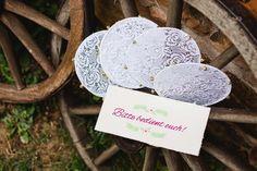 DIY-Tamburine für eine sommerliche Begrüßung des Brautpaares | Hochzeitsblog Hochzeitswahn – Sei Inspiriert!